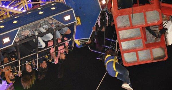 Rescatan a 36 personas atrapadas en un parque de diversiones