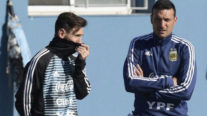 """""""Estamos trabajando para lograr un equipo que además tenga a Messi"""", indicó Scaloni"""