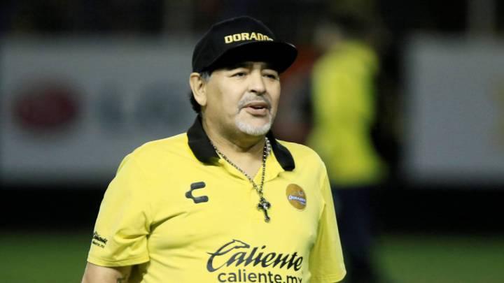 Maradona fue operado con éxito de la rodilla derecha