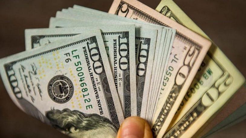 Subió 55 centavos el dólar y cerró a $43,40