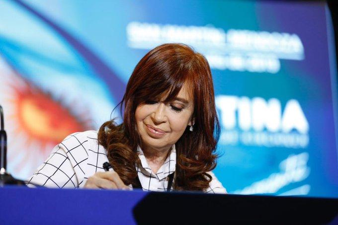 """Cristina: """"Sorry, con la comida estamos igual que Venezuela"""""""