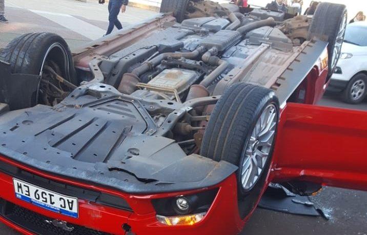 Espectacular vuelco de un auto de Alta Gama en la Costanera