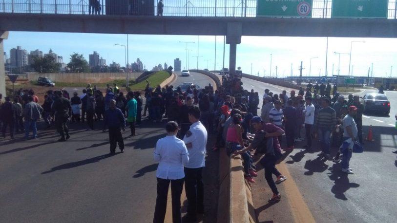 Tareferos cortaron el Puente Internacional
