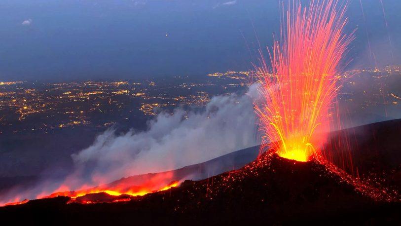 Italia: el volcán Etna entró de nuevo en erupción
