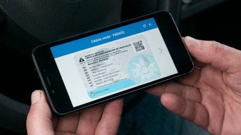 Los conductores podrán llevar la cédula verde y azul en su celular
