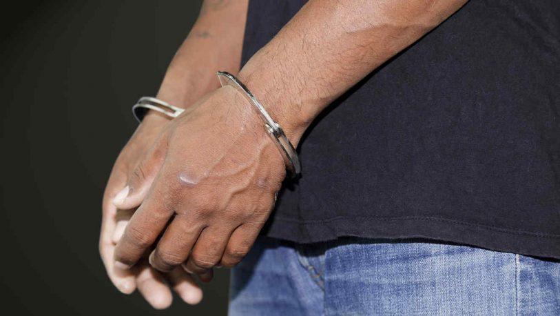 Chacra 105: un joven atacó con un cuchillo a su padre y abuela