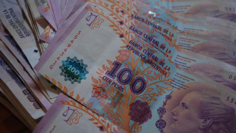 Se imprimen pesos las 24 horas del día, pero falta papel moneda