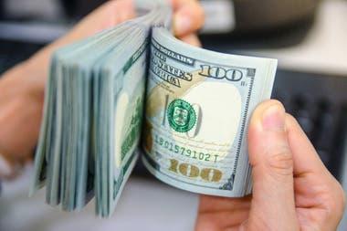 El dólar subió $1,03 y cerró en $58,328