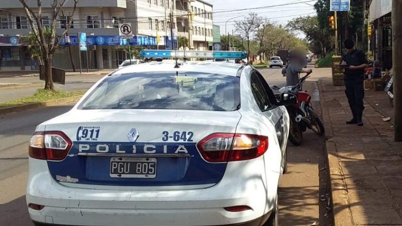 Motociclista detenido por cruzar semáforos en rojo