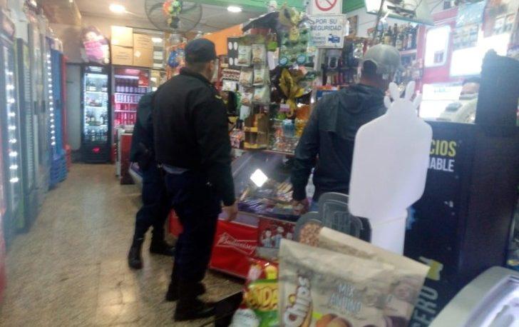 Dos kioscos clausurados por vender bebidas alcohólicas