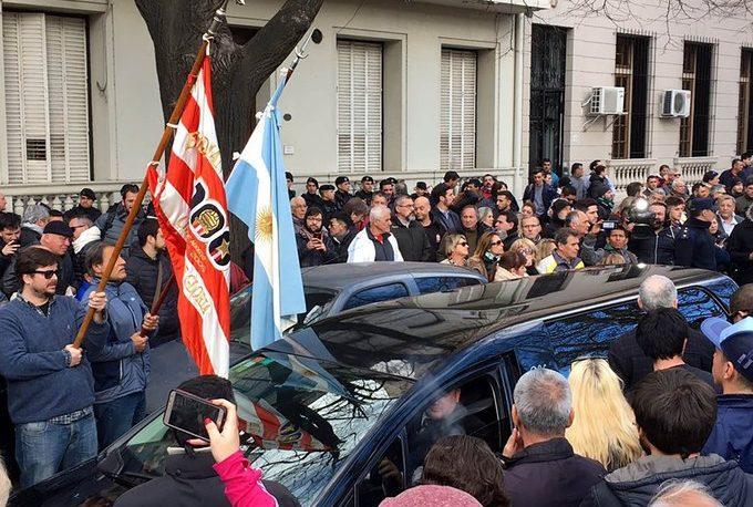 """Emotivo último adiós en La Plata al """"Tata"""" Brown"""