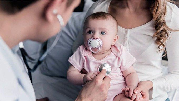 """Exponer a bebés a alérgenos """"fortalece su sistema inmune"""""""