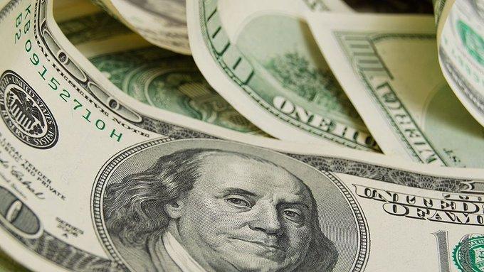 El dólar bajó tres centavos y cerró en $62,97