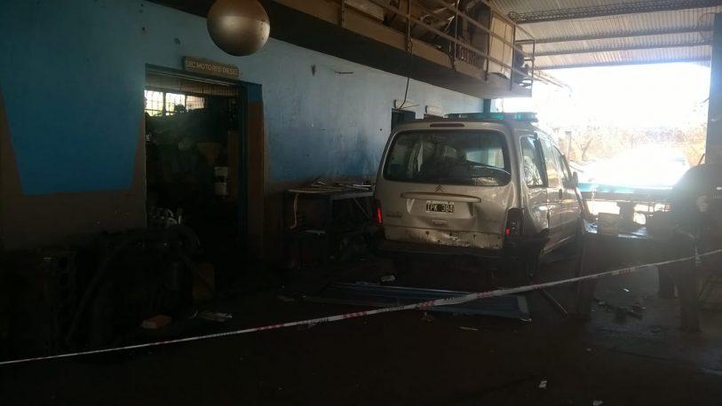 Explosión en la Dirección Obras Públicas; dos heridos