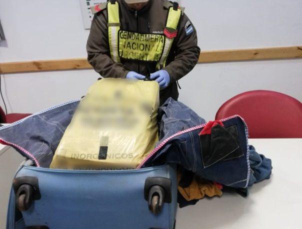 Viajaba con más de 20 kilos de droga en la valija