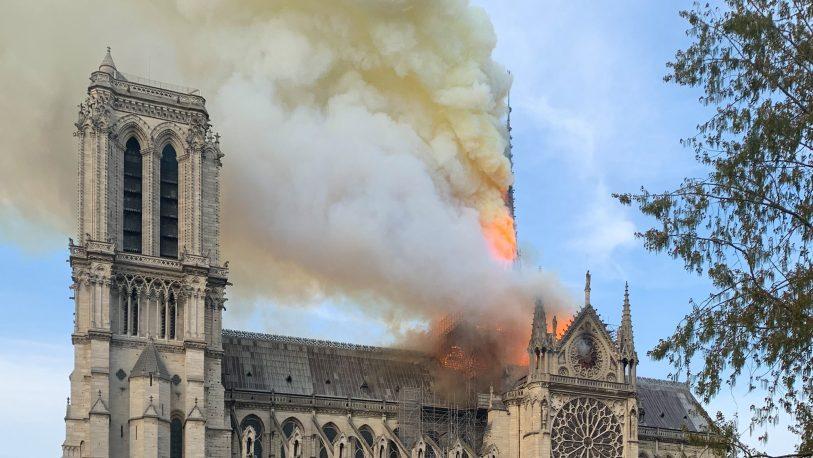 Alertan sobre riesgo de hundimiento en Notre Dame
