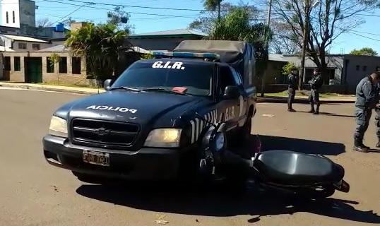 Motociclista herido al chocar con un móvil policial