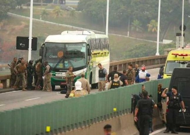 Francotirador mata al secuestrador del colectivo en Brasil