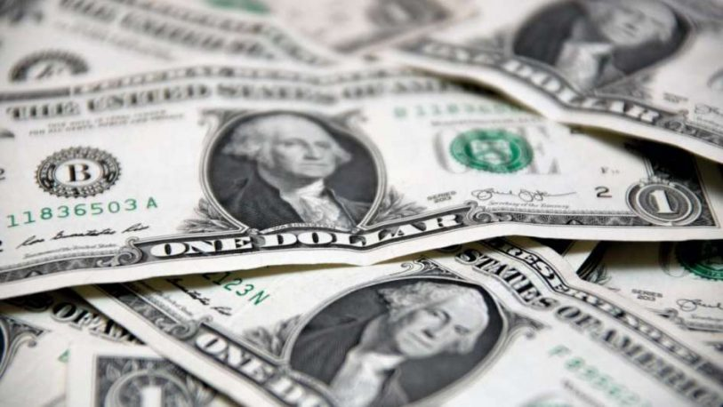 El dólar cerró a $59,55 y en la semana avanzó 47 centavos