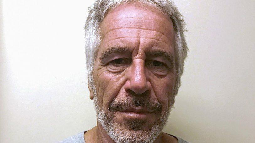 Hallan muerto en cárcel de EEUU al millonario Jeffrey Epstein, acusado de abusos