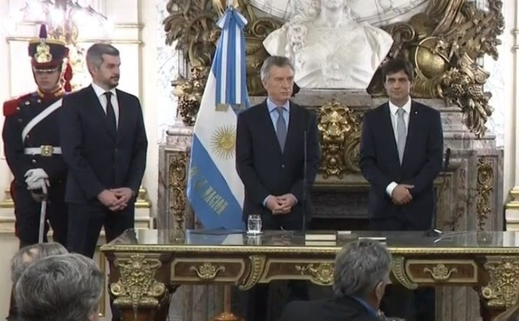 Macri tomó juramento y puso en funciones al nuevo ministro de Hacienda, Hernán Lacunza