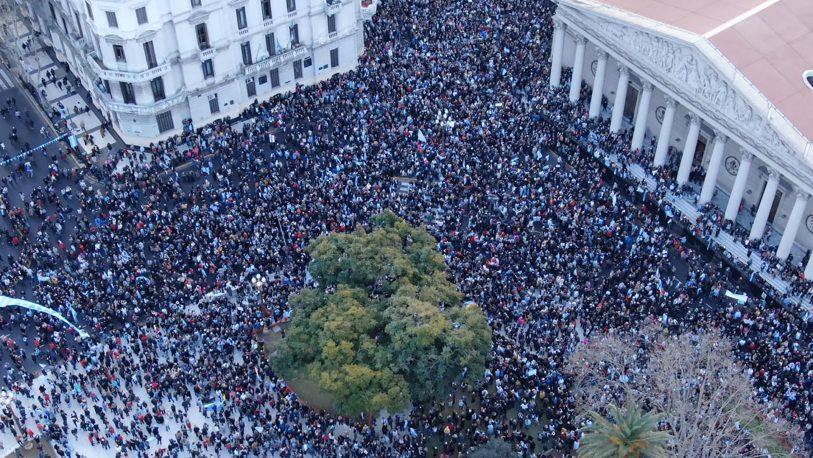 """Para el Gobierno, la marcha de apoyo fue """"una inyección de energía"""" para octubre"""
