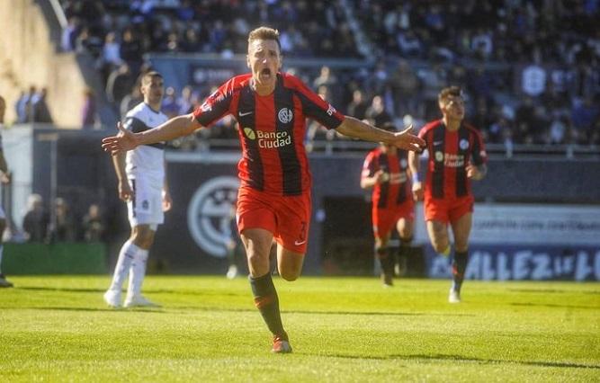 San Lorenzo venció a Gimnasia y se subió a la punta de la Superliga