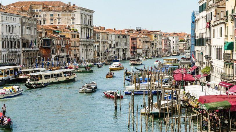 Venecia busca limitar el tráfico acuático para reducir la contaminación ambiental