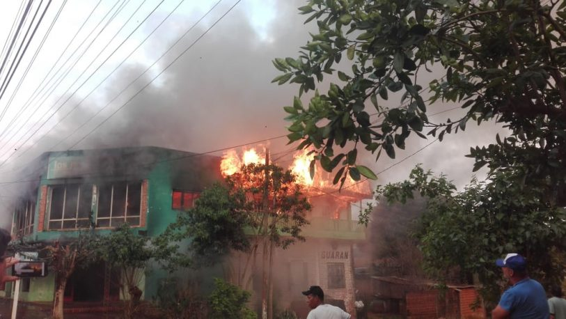 Voraz incendio en una tienda de ropas