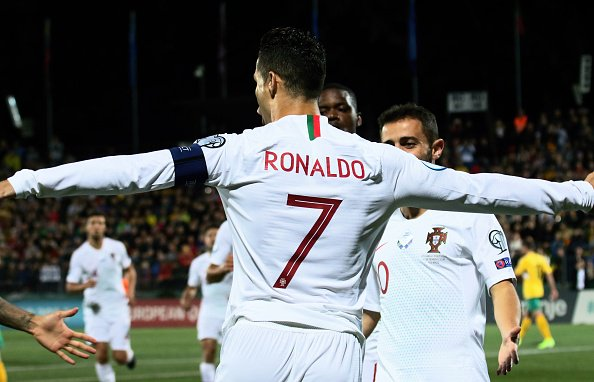 Cristiano Ronaldo le marcó cuatro goles a Lituania