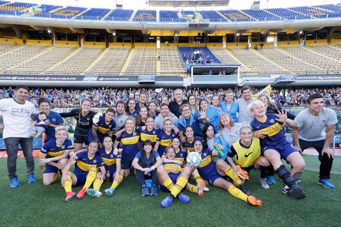 Boca goleó 5-0 a River en el primer superclásico femenino