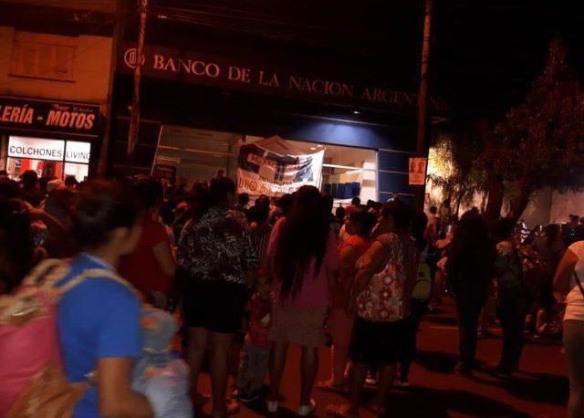 Tareferos de Montecarlo tomaron la sucursal del banco Nación