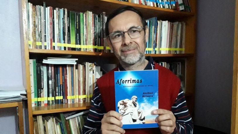 Aníbal Silvero publicó un libro que contiene enseñanzas en versos