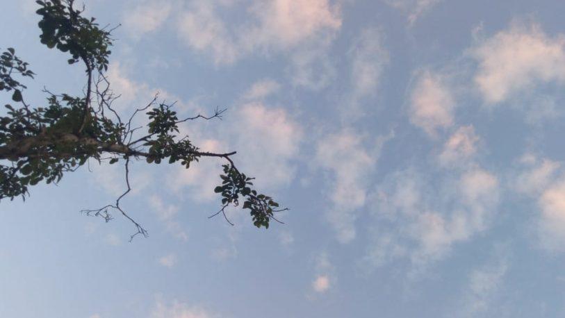Martes caluroso y con abundante nubosidad