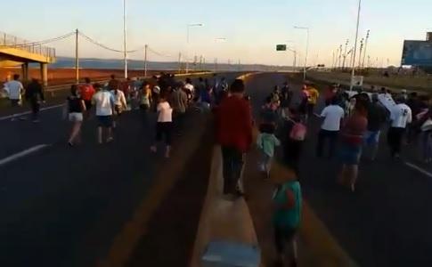 Cortaron el tránsito en el acceso al puente internacional