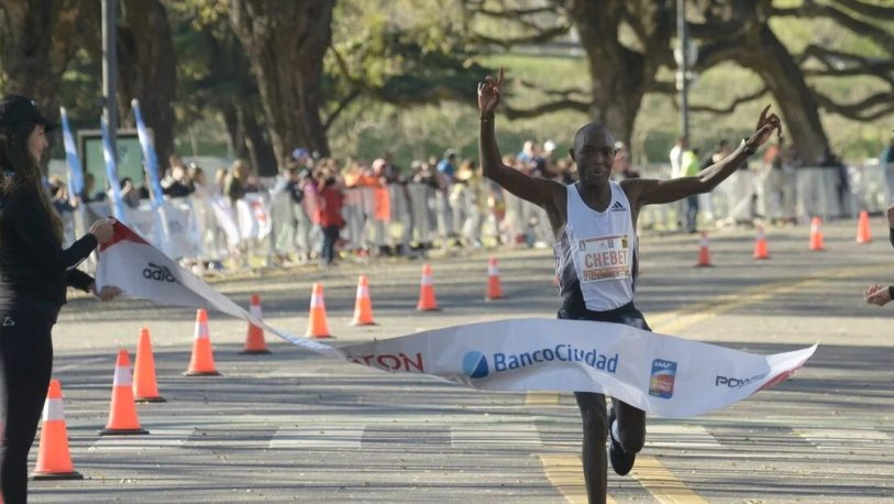 El keniata Chebet ganó la maratón 42K en 2 horas y 5 minutos