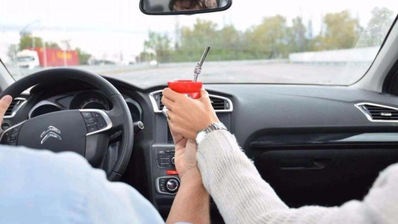 Multas por conducir tomando mate: el cruce entre Tamis y Acuña