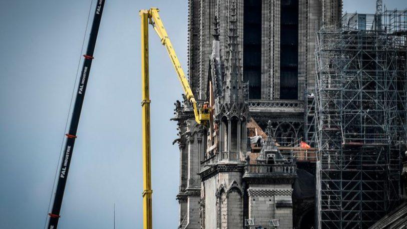 """Advierten que Notre Dame """"todavía está en peligro"""""""