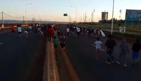 Reclamo tarefero: nuevo corte en la cabecera del puente internacional