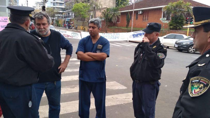 El gobierno provincial amenaza con desalojar el acampe frente al MSP