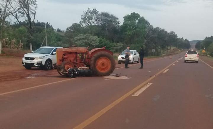 Un motociclista gravemente herido tras ser atropellado por un tractor