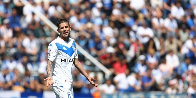 Vélez le ganó a Independiente y sigue prendido arriba