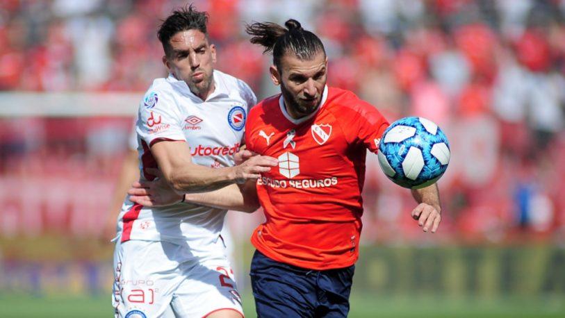 Argentinos alcanzó a Boca en la punta tras derrotar a Independiente
