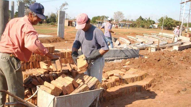 Escasean y aumentan los materiales de construcción
