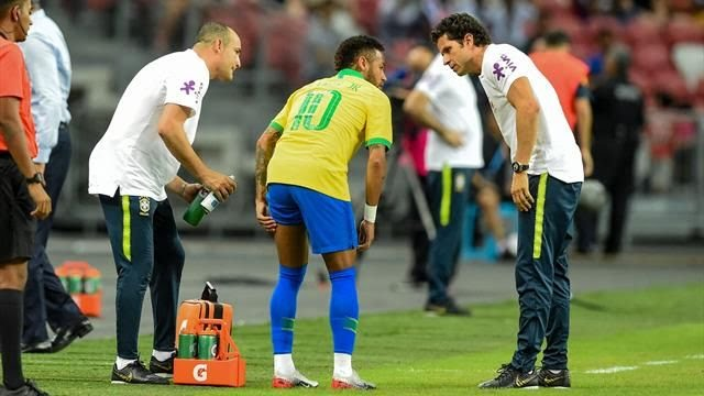 Neymar se lesiona en el empate amistoso de Brasil y Nigeria