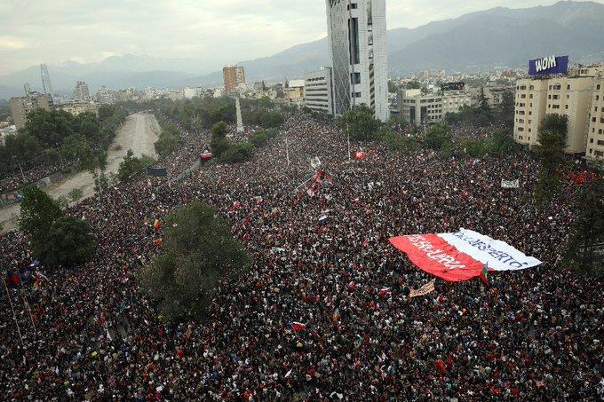 Más de un millón de personas marcharon para exigir cambios en Chile
