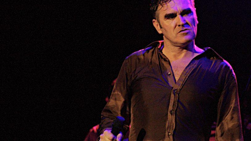 Morrissey vende en sus conciertos discos de otros artistas firmados por él