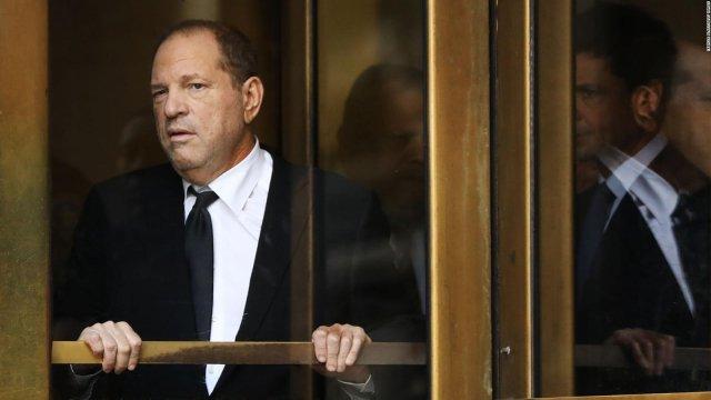 Dos actrices se enfrentan a Harvey Weinstein en un club de Nueva York