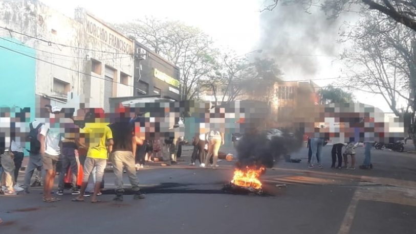 Oberá: nueva protesta y quema de gomas frente a la municipalidad