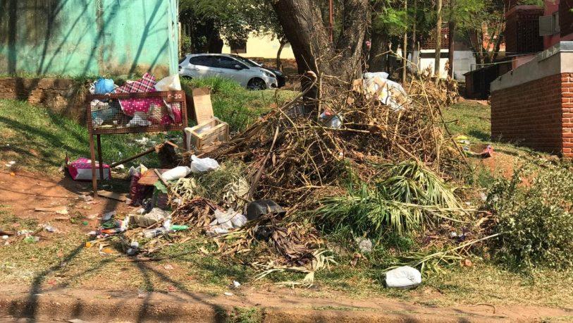 Barrios Los Pinos: quejas de vecinos por la basura acumulada